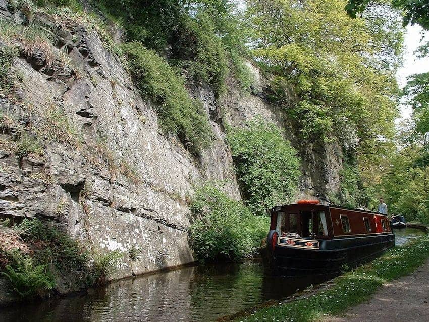 Find British - Narrowboating Llangollen Canal
